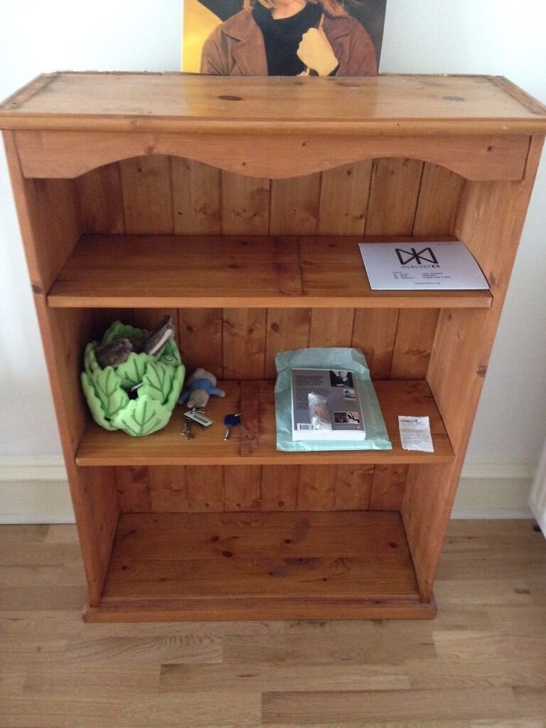 Bookcase for sale in Forest Hillin Forest Hill, LondonGumtree - Bookcase available for sale. Slightly damaged as depicted but in perfect working order. Spacious shelves and easily transportable. Needs to go by 1st May. Collection only please!
