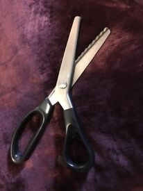 Edging scissors - dressmaking and crafting