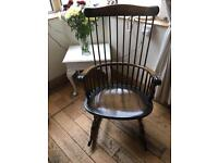 A BEAUTIFUL VINTAGE WINDSOR STYLE ROCKING CHAIR IN SOLID OAK WITH FINE SPINDLES ALL AROUND