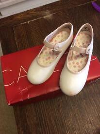 Girls light pink Carpezio tap shoe Size 9