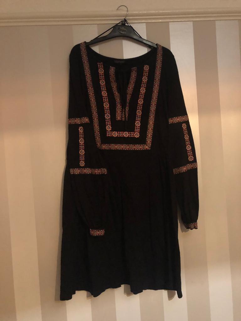 8620199a6ecc Topshop Black Skater Dress with Floral Details Size 14