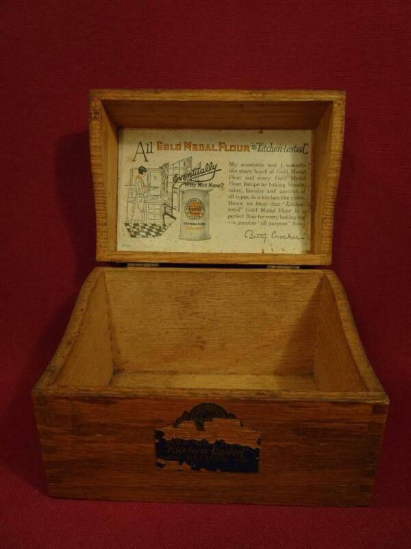 VINTAGE 1920s GOLD MEDAL ADVERTISING OAK BOX for 3X5 RECIPE CARDS NICE!