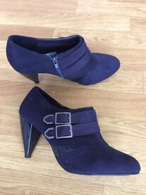 Ladies Navy shoes size 6