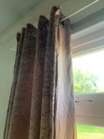 Crushed velvet eyelet curtain