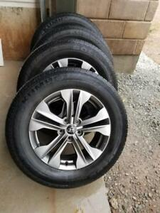 HYUNDAI SANTA FE  2015 FACTORY ALLOY WHEELS WITH HIGH PERFORMANCE  KUMHO  235 / 65 / 17 ALL SEASON TIRES TIRES