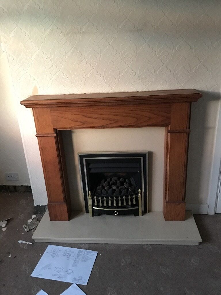 Free fireplace with wood and granit surround
