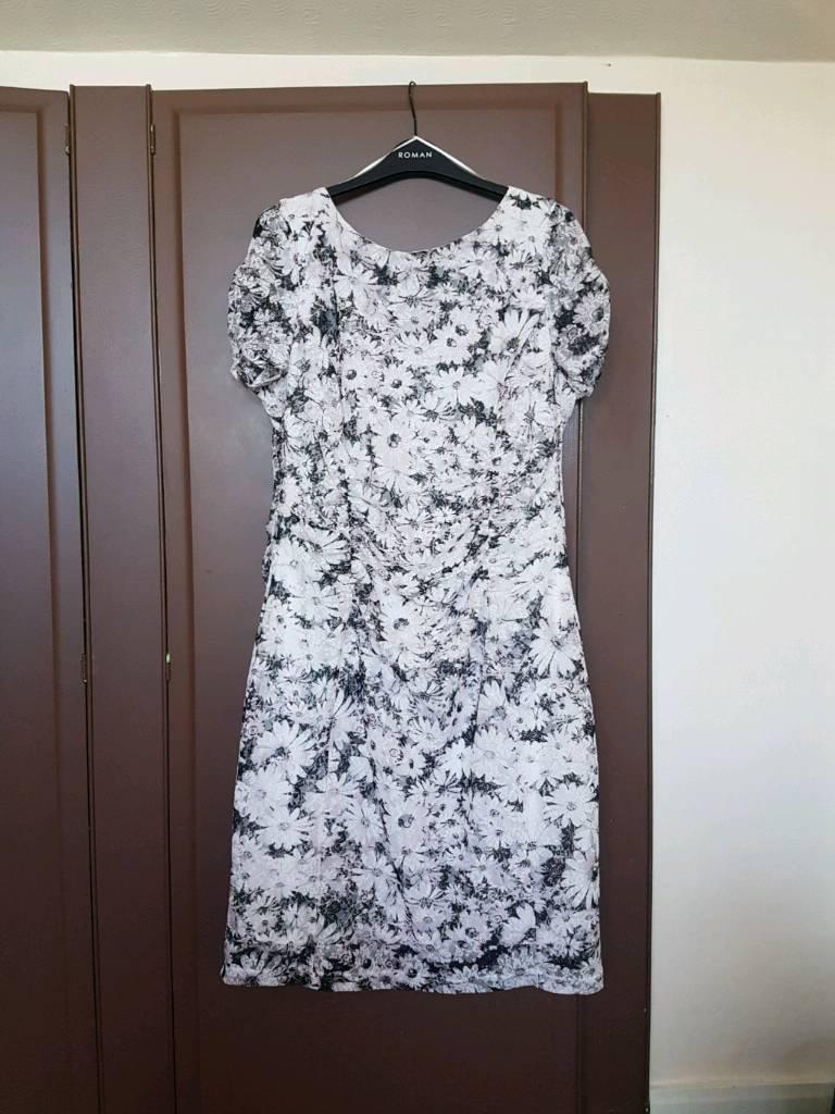 Romans dress. Brand new without tags. Size 20. Hucknall. £20
