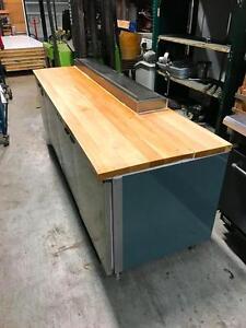 Table Réfrigérée 8 ', Beau Bois d'érable Dessus, Avec/With  Compresseur / 8' Refrigerated Table With Beautiful Maple Top