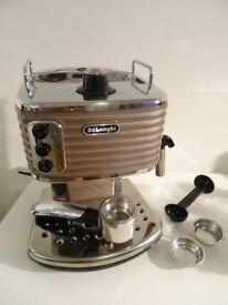 De'Longhi Scultura ECZ351BG Espresso Machine