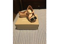 Girl shoes size 21 good condition