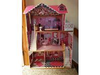 Doll house suitable for barbie sized doll
