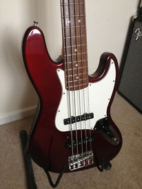 FENDER 5 STRING BASS