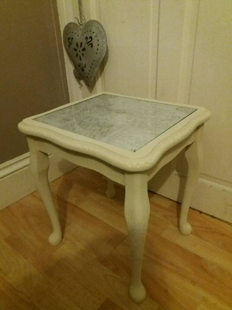 CUTE SHABBY CHIC SIDE TABLE