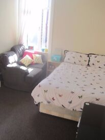 Available double room in Crouch End