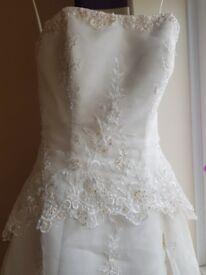 Stunning lace detailed size 8 wedding dress