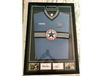 Sir Bobby ROBSON & Alan SHEARER Newcastle United shirt/photos DISPLAY signed certificated