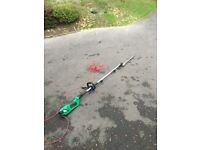 Telescopic electric hedge trimmer