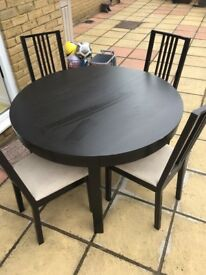 Extendable table and 4 chairs.