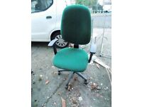 GREEN OFFICE CHAIR . VERY GOOD CONDITION
