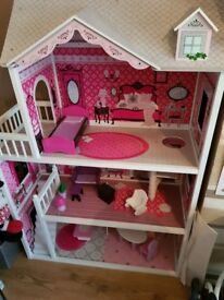 Dolls house excellent condition