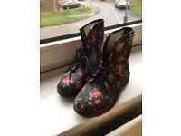 Size 37 flower pattern DM look boots