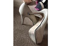 Cream snakeskin effect shoe