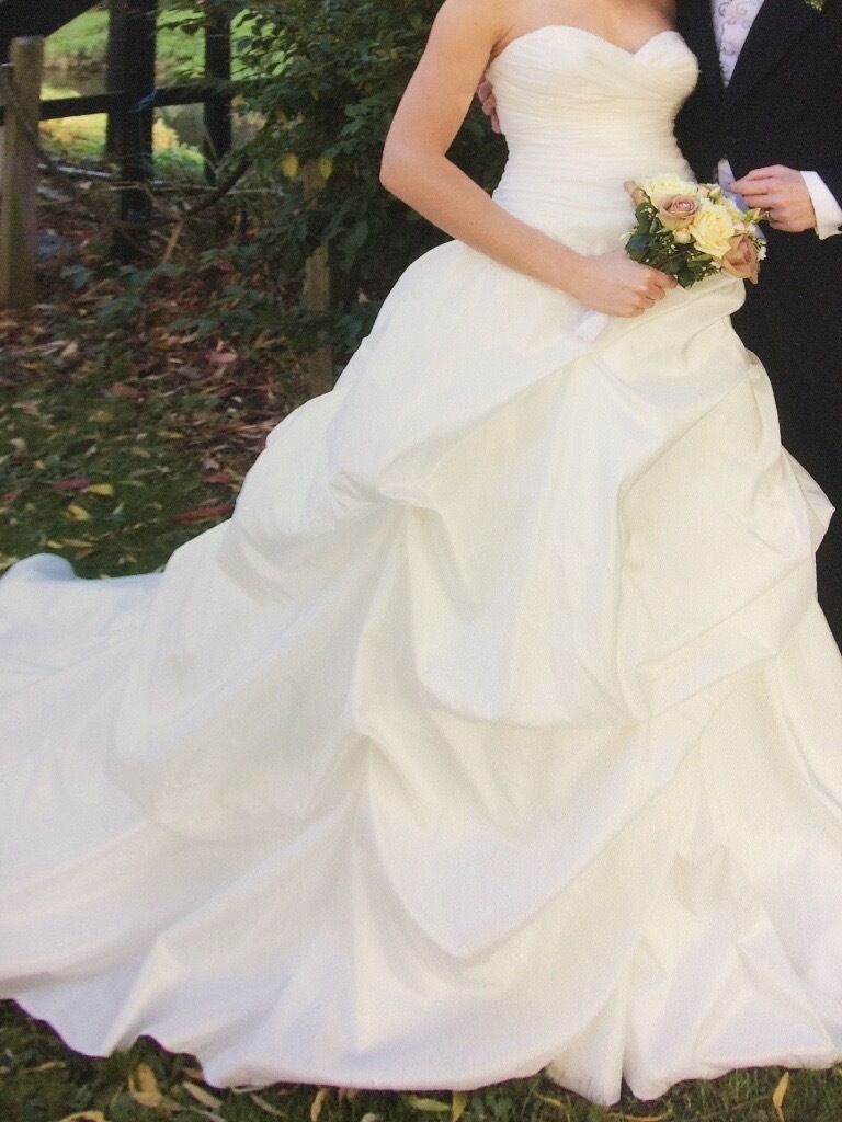 Wedding dress size 8 10in Derby, DerbyshireGumtree - Wedding dress for sale, size 8 10. Will fit to a person 5ft 10inches, but can obviously be shortened to fit a smaller person