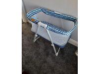 Venture Hush baby crib