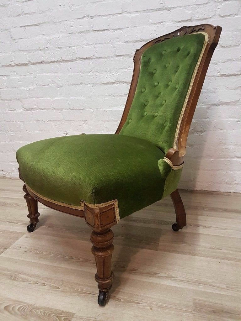 Emerald Green Victorian Button Back Chair (DELIVERY AVAILABLE FOR THIS ITEM OF FURNITURE)