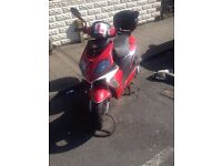 125cc Scooter with cover, documents chain and topbox