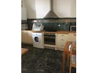 WELL PRESENTED 2 BED FLAT IN EDMONTON GREEN