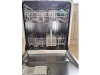 Full size dishwasher with time delay and selection of programmes