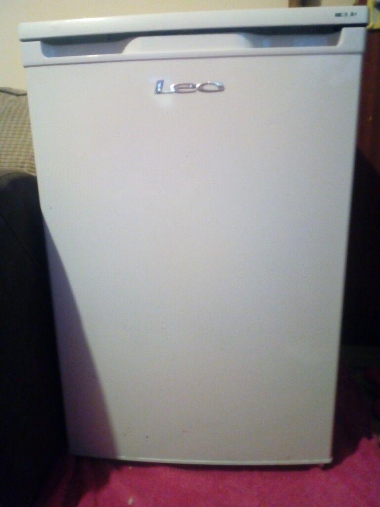 l.e.c under counter freezer