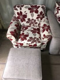 Fabric sofa & 2 matching chairs £150 o.no