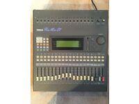 Yamaha ProMix 01 16 Channel Mixing Desk