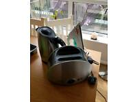 Kettle, toaster, iron & full quality cutlery tray & cooking knives