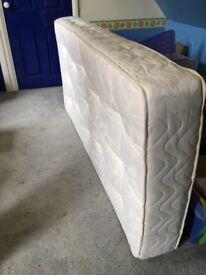 Good as new single mattress