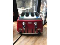 Delonghi four slice toaster in red