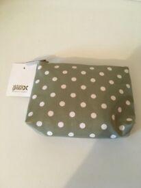Victoria green make up bag, new