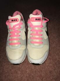 Ladies mike air max trainers size 5