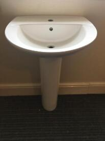 1 tap hole pedestal basin in good condition.