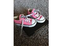 Infant toddler pink size 5 converse with box