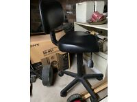 Hairdressing/barbering elevating chair