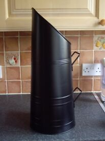BLACK COAL SCUTTLE IN VERY GOOD CLEAN CONDITION .