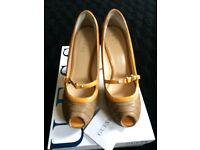 GUESS Shoes - Size 4/37