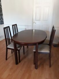solid wood extendable dinning table with 4 Chairs