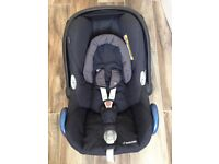 Maxi-Cosi cabriofix car seat and isofix base. Excellent condition.