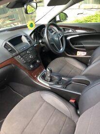 2.0L Vauxhall's insignia white 5 door