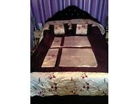 King-size throw with 2 standard pillowcases and 2 scatter cushions