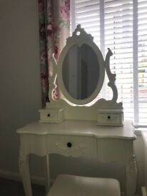 Immaculate Talouse furniture, Dressing Table and small drawers.
